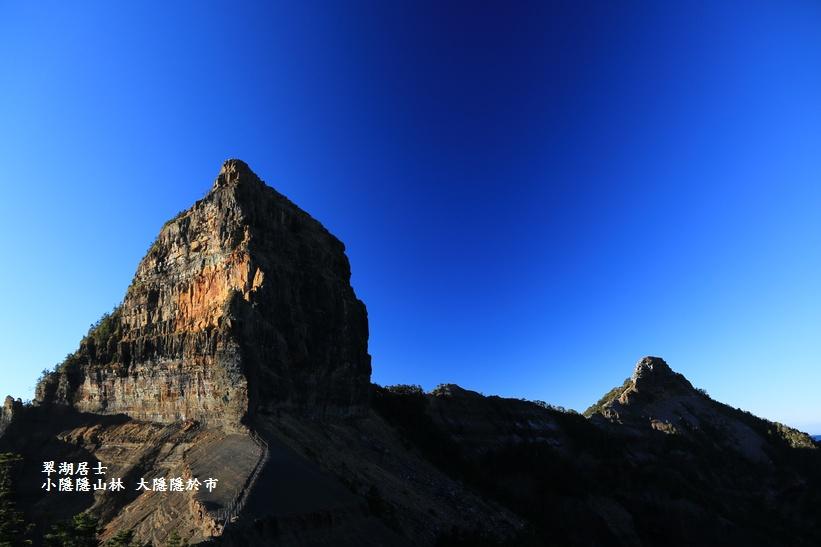 第三营地非常的宽广,四周围生长著为数众多的高山芒,在此深秋初冬